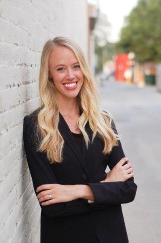 Lauren E Hansen